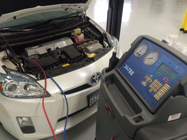 Toyota and Lexus hybrid air conditioning special service requirets