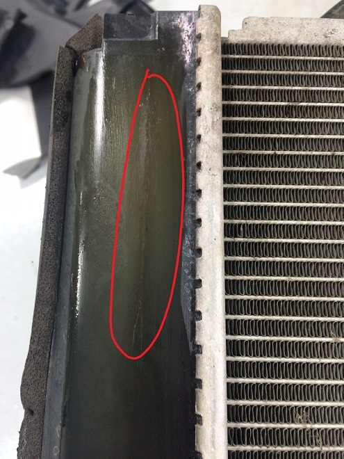 RX400h Radiator End Tank Crack